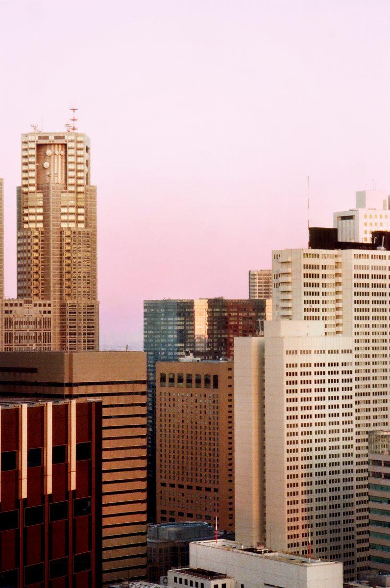 Colour travel, photographie d'architecture de Pia Riverola, Tokyo skyline.