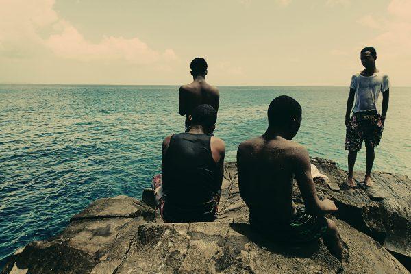 Fotografia a colori di ragazzi caraibici di Nadia Huggins Circa nessun futuro