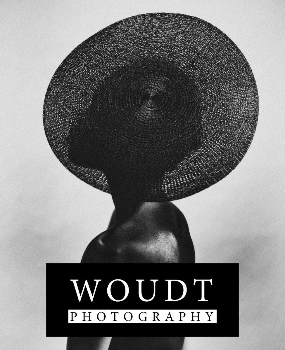 Fotografía en blanco y negro de una mujer negra por Bastiaan Woudt