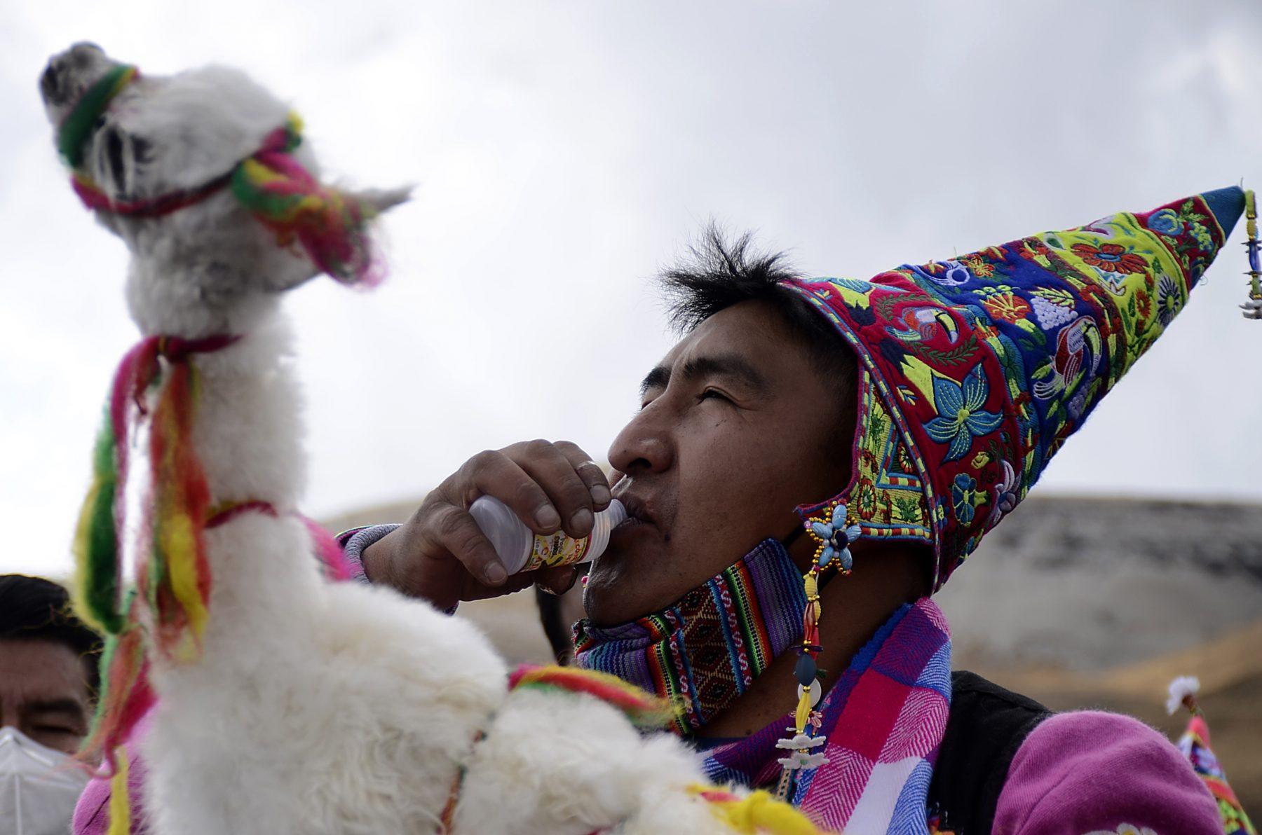 Photo couleur par Claudia Morales Laruta d'un indigène bolivien.