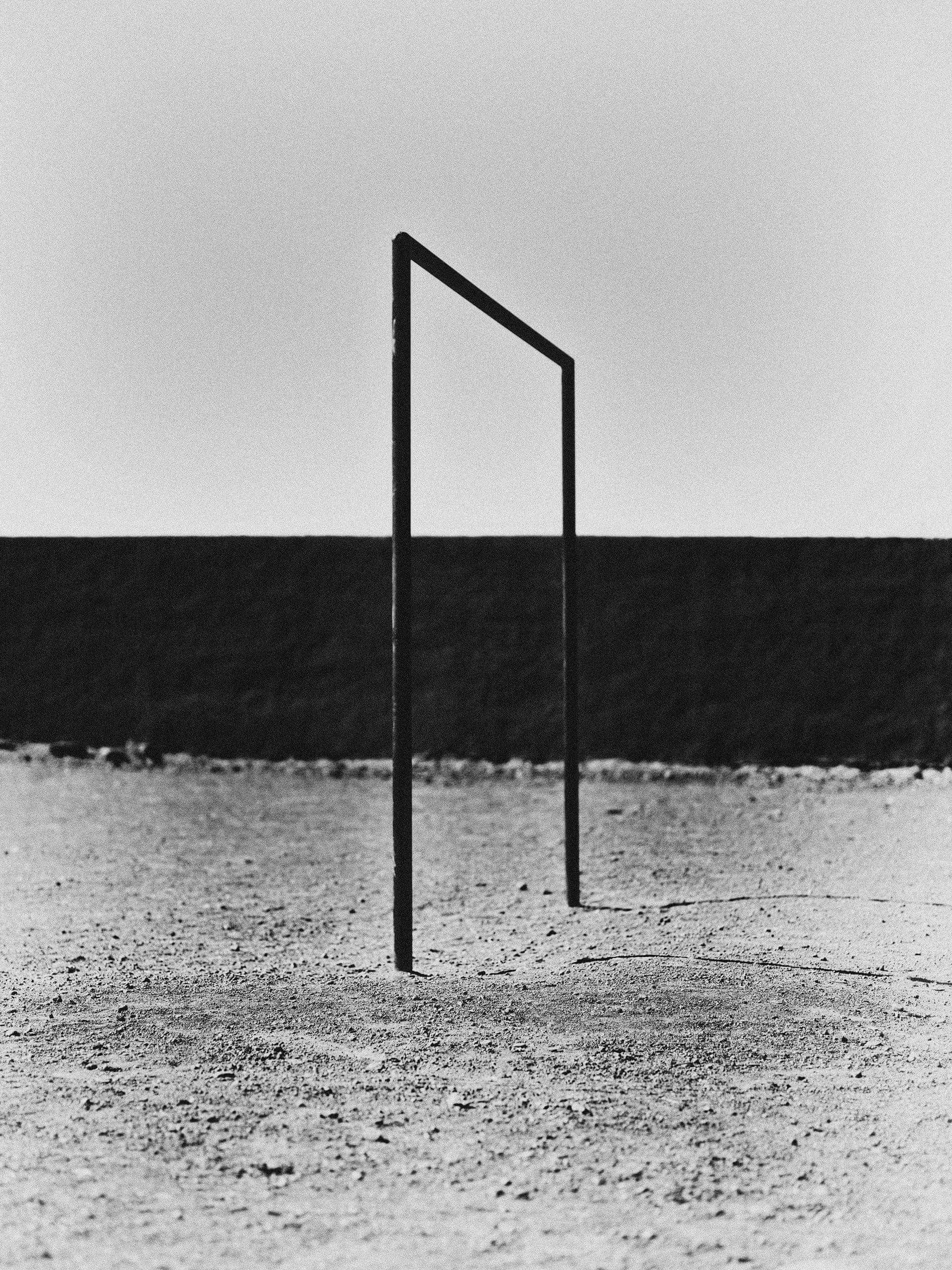 Black & White Fotografie von Bastiaan Woudt, Fußball, Tor