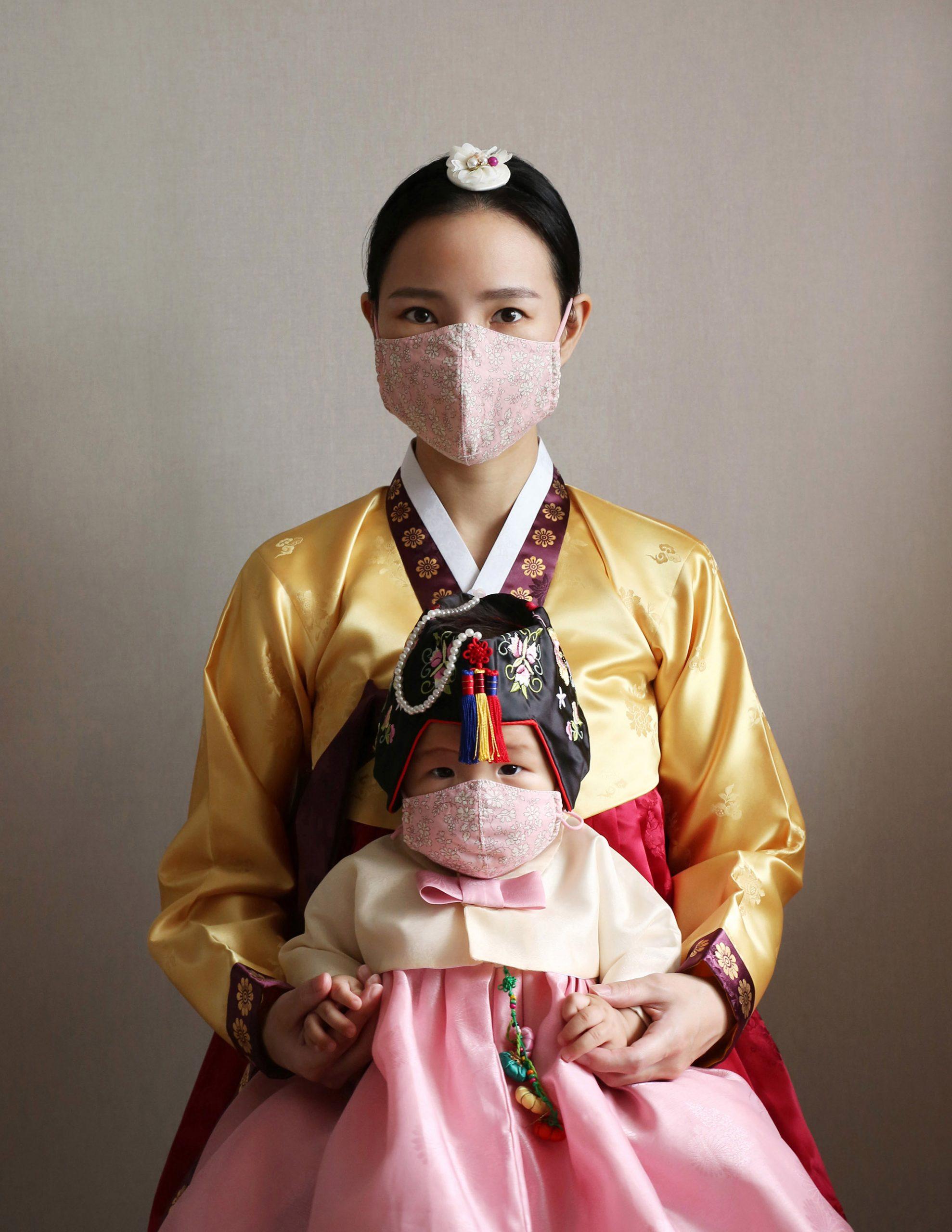 Portrait photographique d'une mère et de sa fille, 3e prix du Concours People