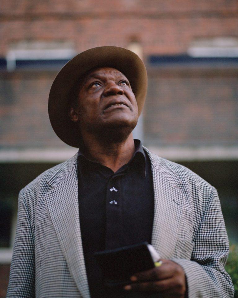 Farbfilmfotografie von Cian Oba-Smith, Porträt, Mann, London
