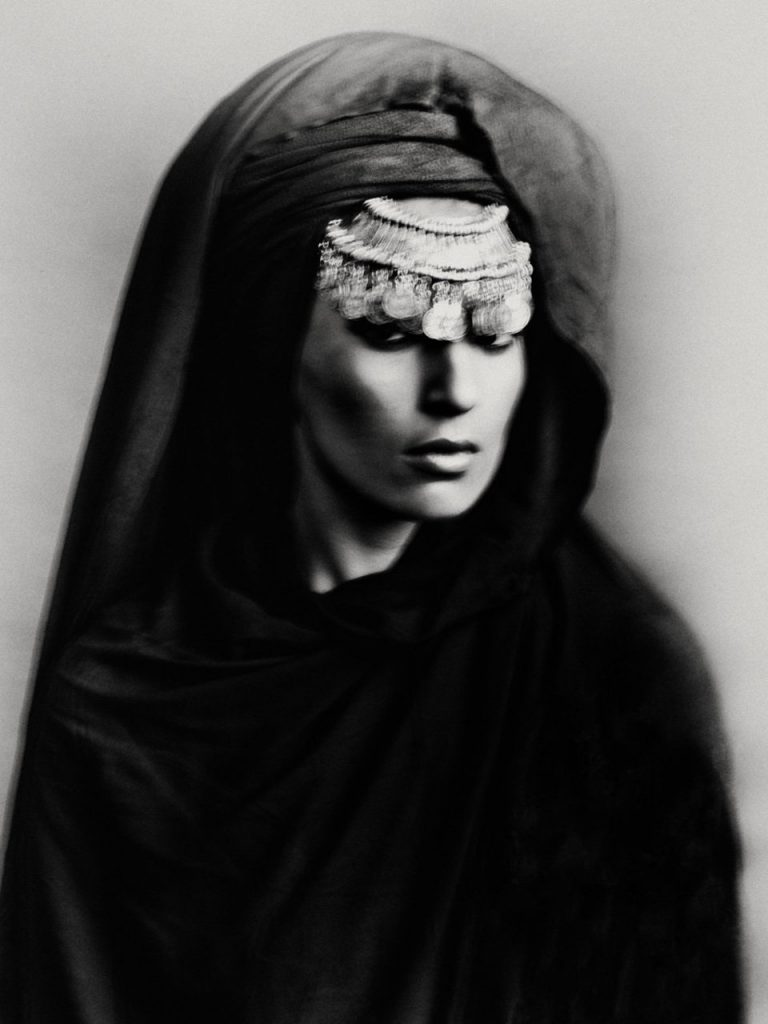 Madame Maroc, black and white photograph, Bastiaan Woudt woman, portrait, from the Karawan series