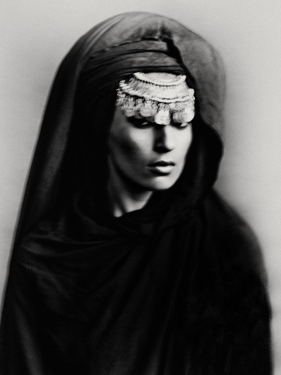 Madame Maroc, fotografia in bianco e nero, donna Bastiaan Woudt, ritratto, dalla serie Karawan