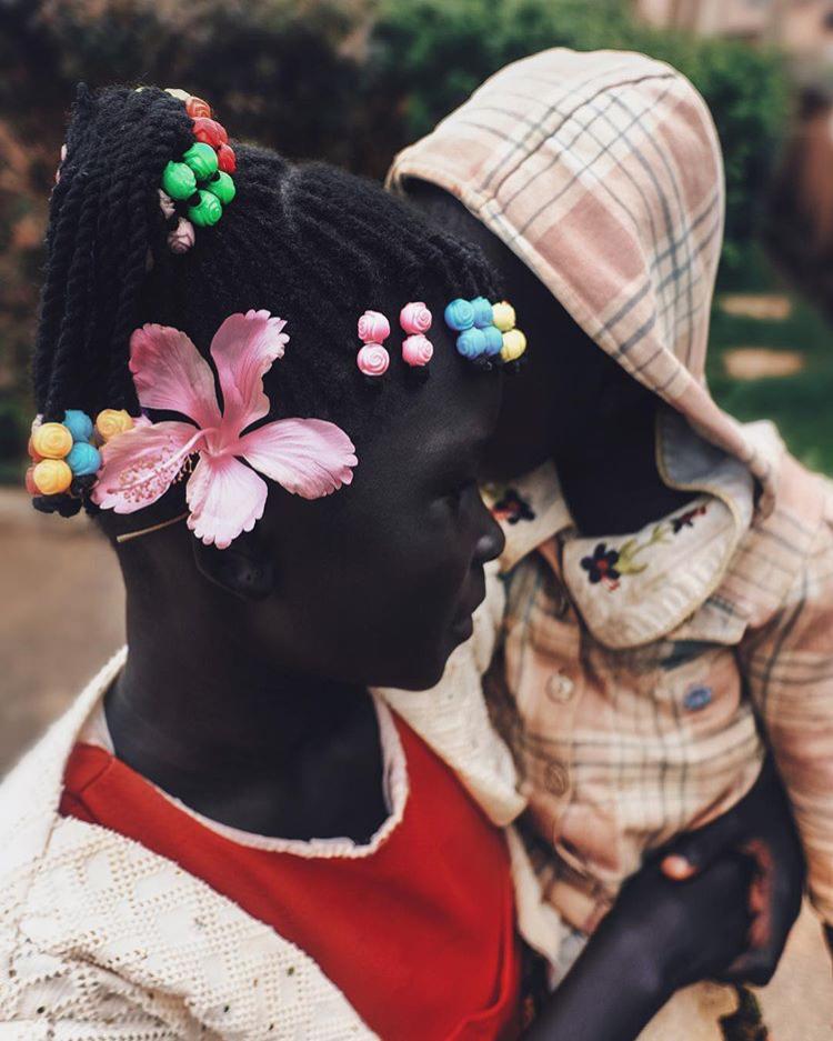 Portrait couleur photographie d'une jeune fille soudanaise par le photographe Ebti Nabag