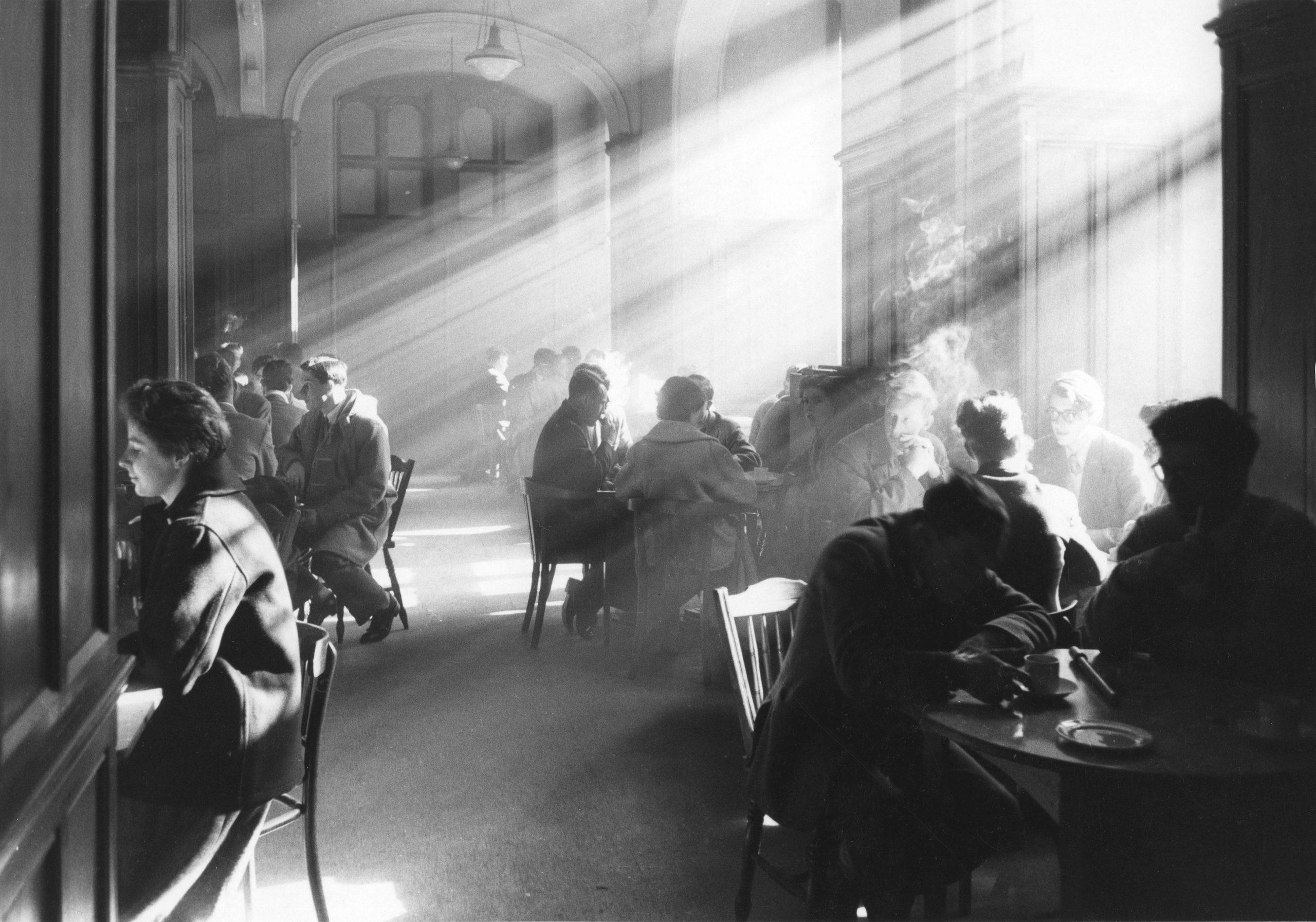 fotografia su pellicola in bianco e nero dell'Università di Edimburgo, Scozia, 1961 di Robert Blomfield