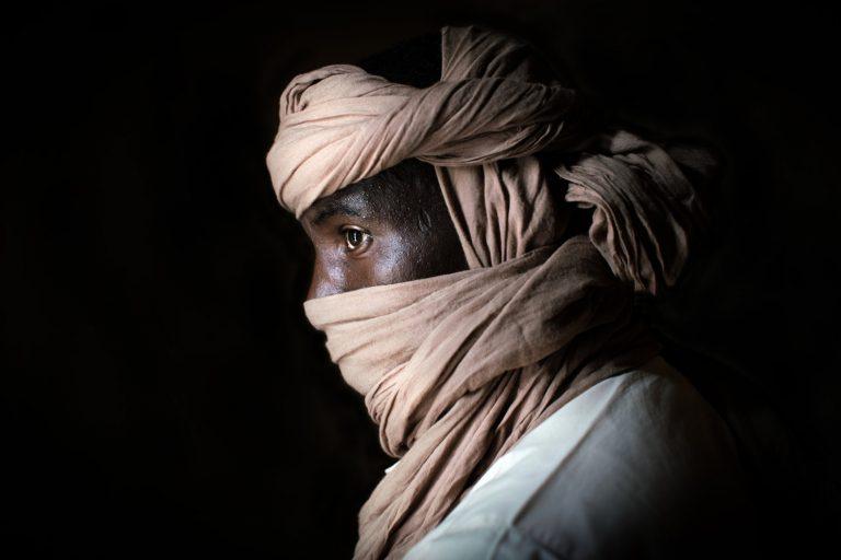 Nichole Sobecki, portrait couleur, photographie, Niger, Sahara, Libye, contrebandier
