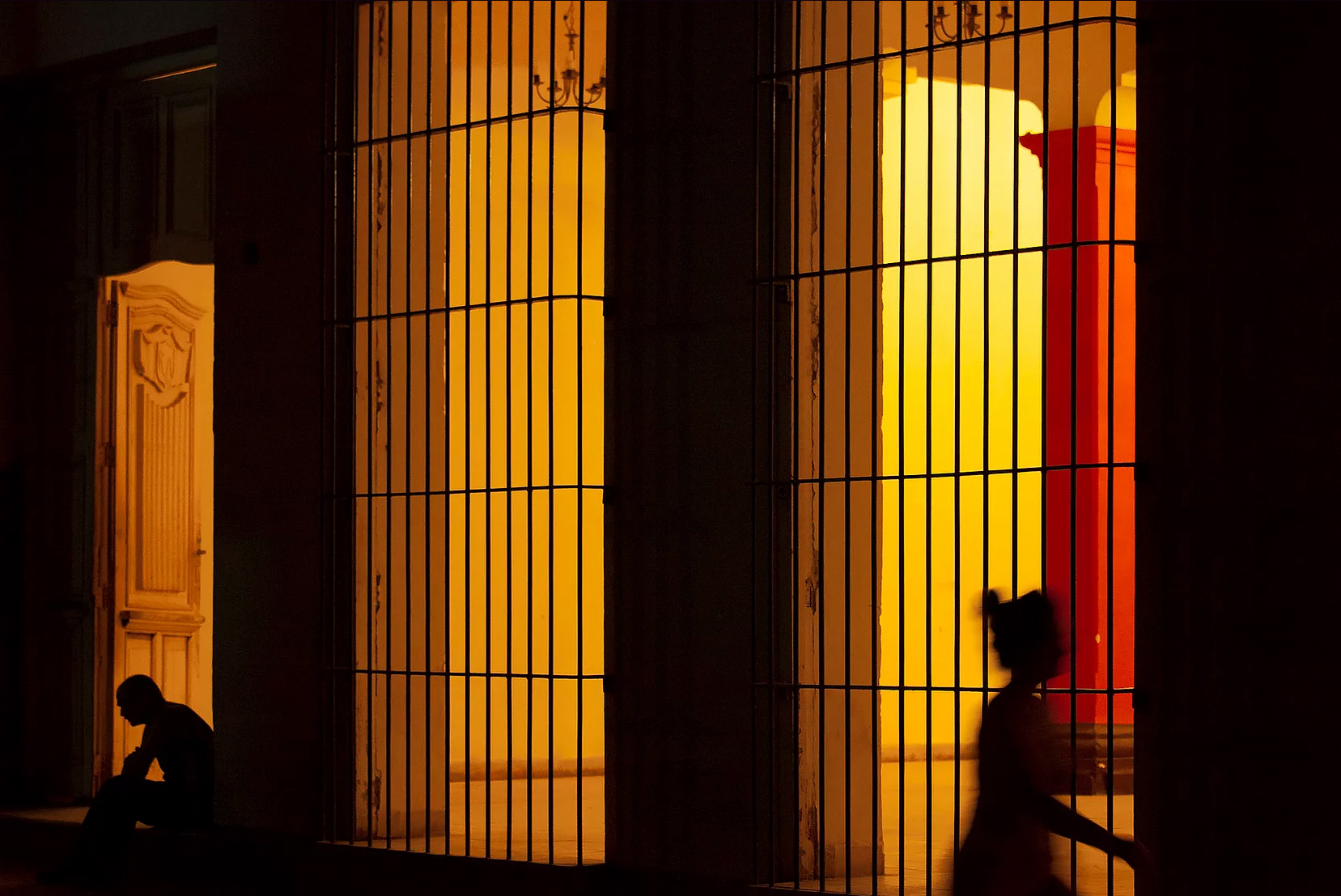 Color photo by Alex Almeida, silhouettes, Cuba.