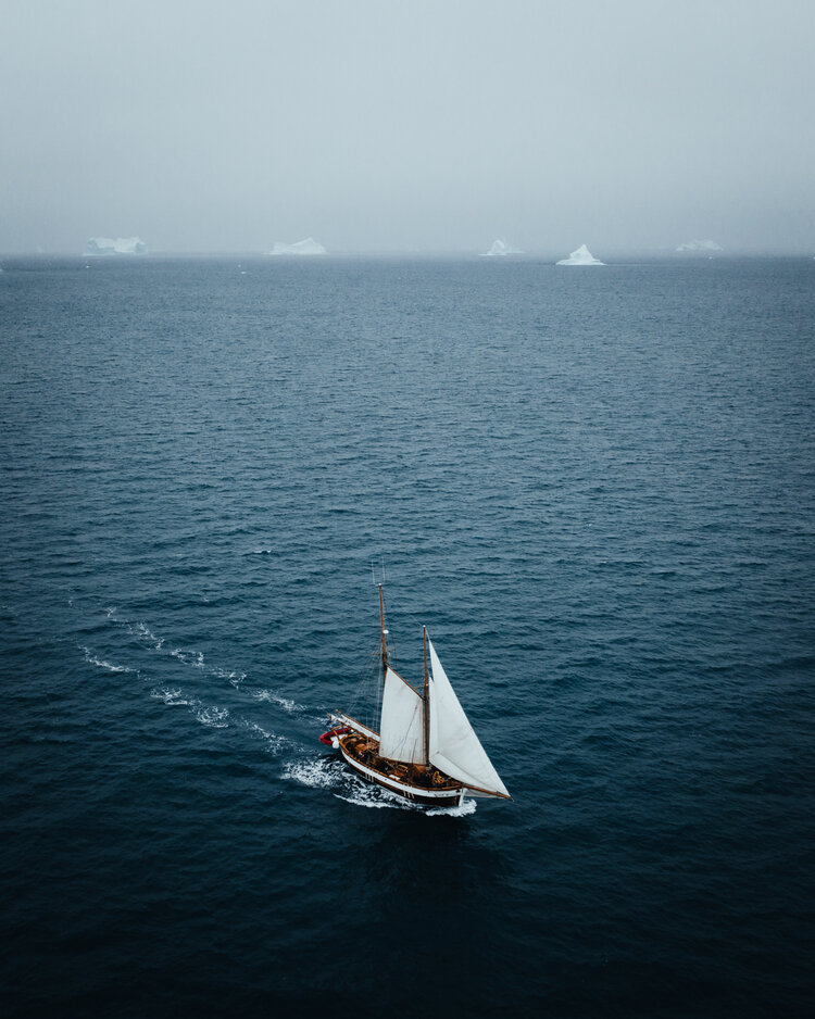 Hannes Becker landscape photo. sailboat.