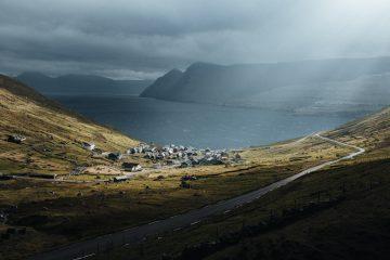 Foto a colori del paesaggio di Hannes Becker, Funningur, il villaggio più antico delle Isole Faroe