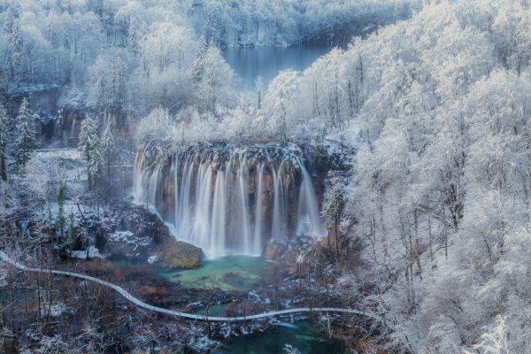 Photographie de paysage couleur des lacs de Plitvice en Croatie par Jaka Ivančič