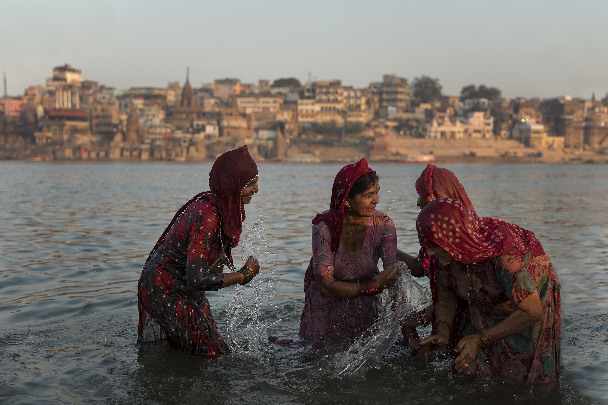 color street photography of Indian women in Varanasi by Mauro De Bettio