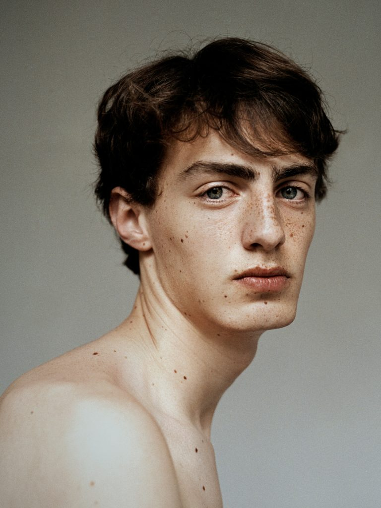 Photographie de portrait couleur par Maarten Schröder, garçon
