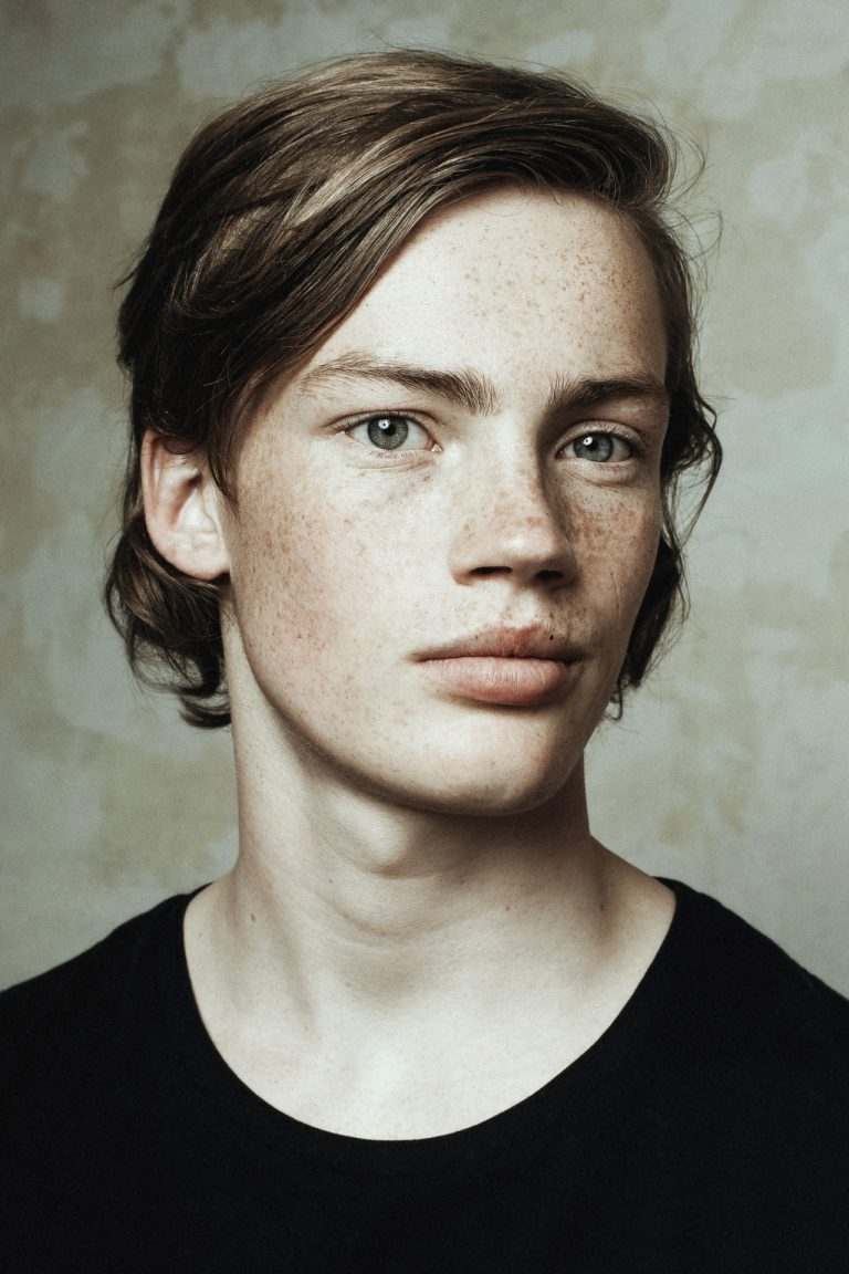 Photographie de portrait couleur par Maarten Schröder, garçon, homme