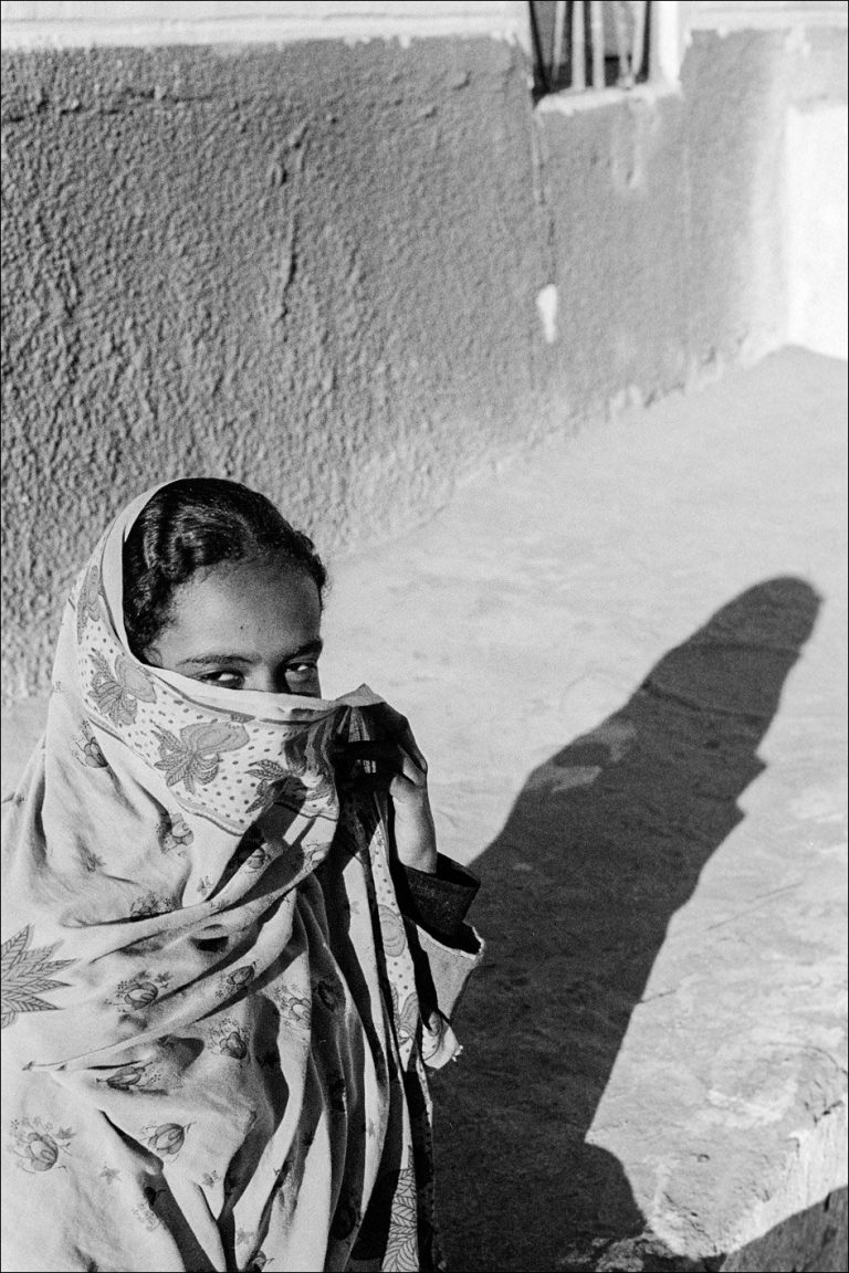 Black and white photo by Xavier Roy, woman covering her face, Ile de Sahel, Asswan, Egypt