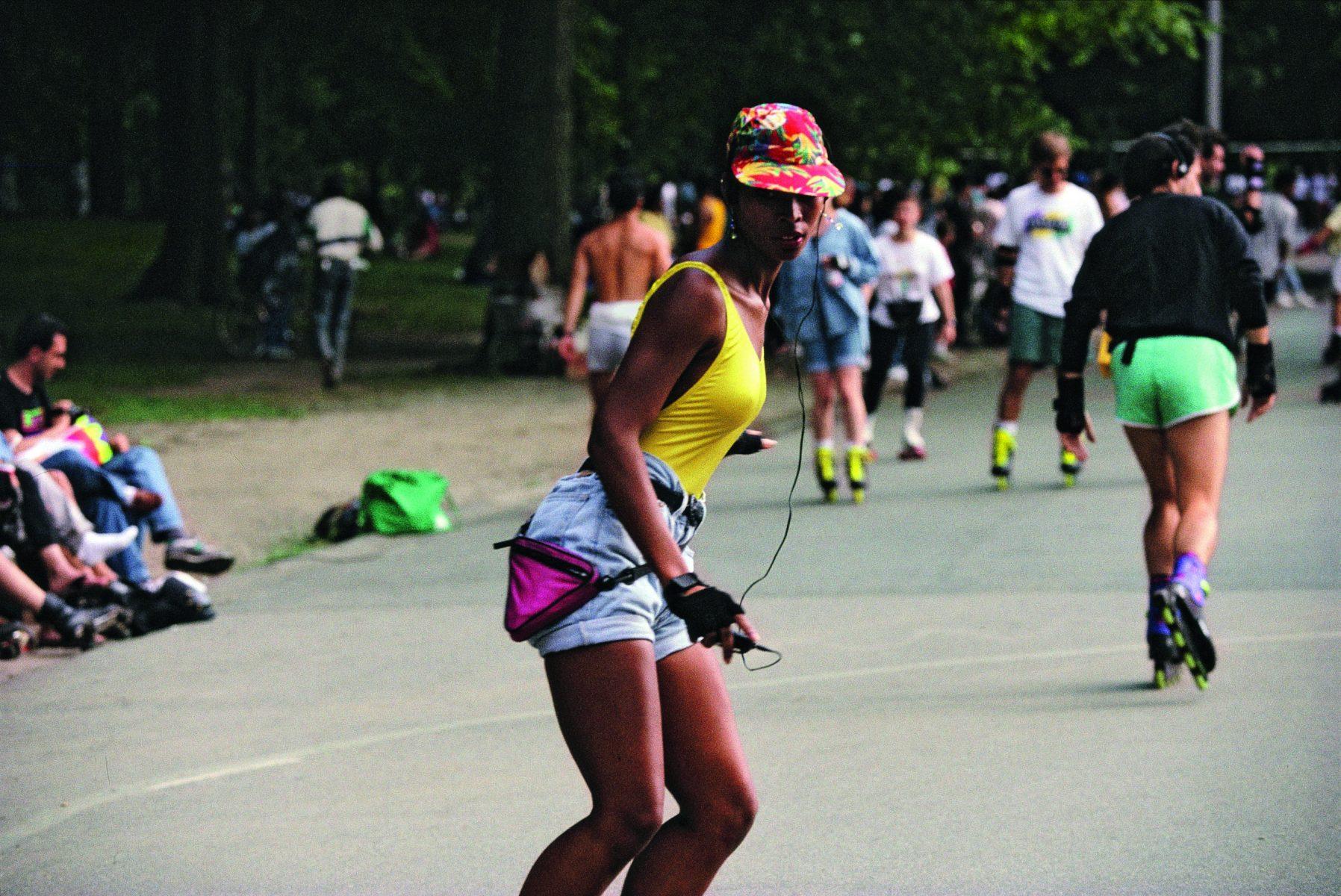 布鲁斯·戴维森 (Bruce Davidson) 拍摄的彩色照片,纽约中央公园,1991 年,轮滑运动员