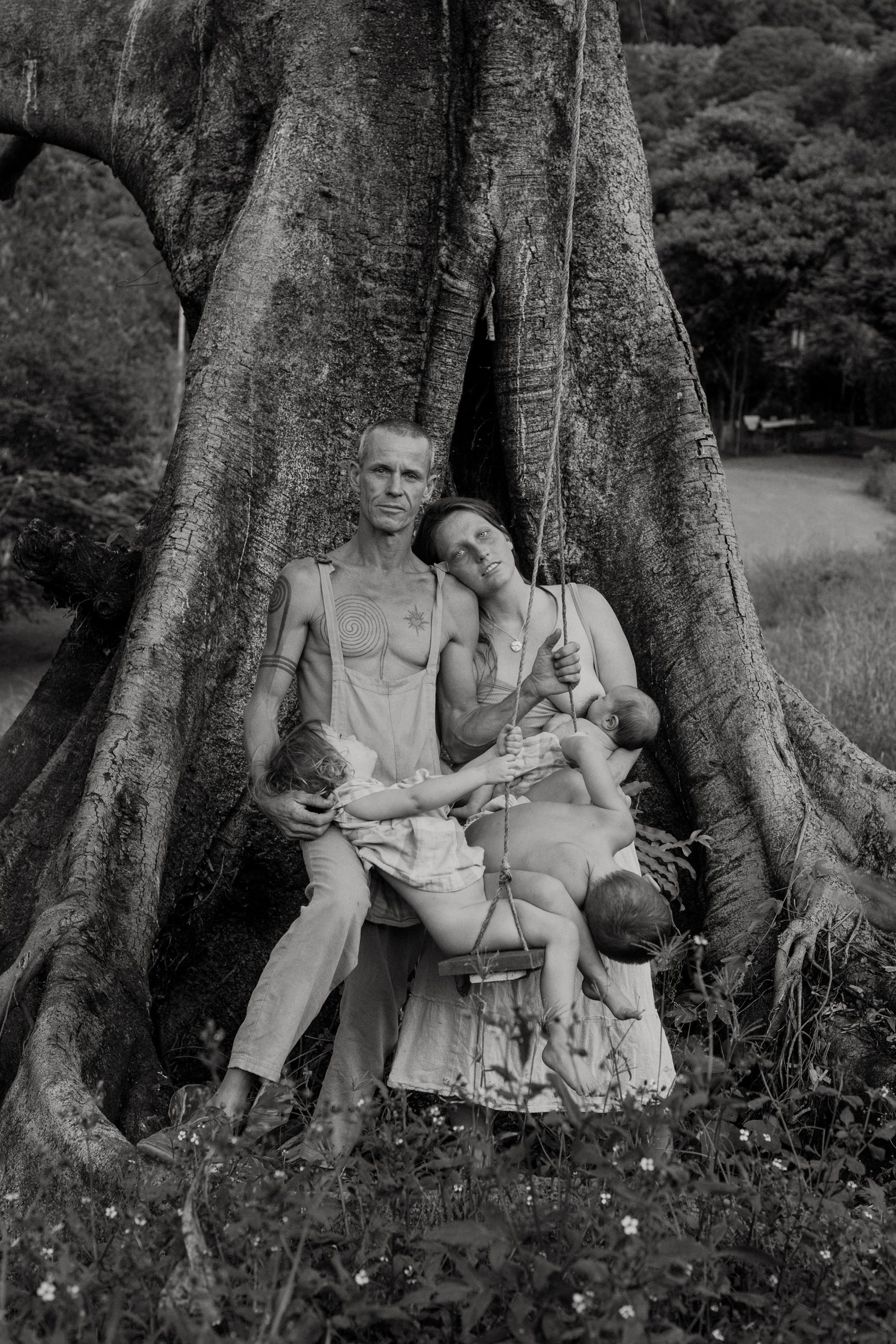 Medium format analog black&white portrait photograph of a family in Australia by Amy Woodward